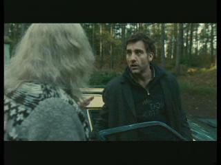 CHILDREN OF MEN SCENE: THE GROUP LEAVES JASPER AT THE HOUSE