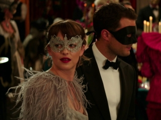 Fifty Shades Darker: Masquerade Ball (Featurette)