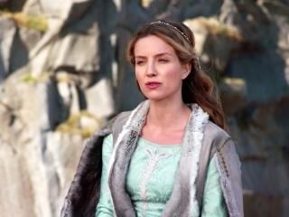 Annabelle Wallis On Charlie Hunnam As King Arthur