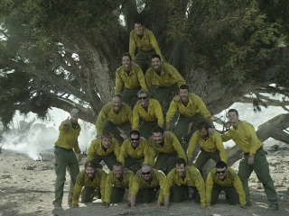 Only The Brave: Dierks Bentley Talks 'Hold The Light' (Featurette)