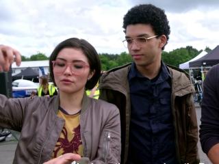Jurassic Journals Justice Smith And Daniella Pineda