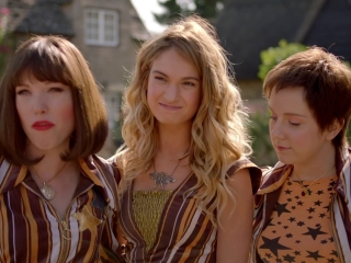 Mamma Mia! Here We Go Again: Meet The Young Dynamos (Featurette)