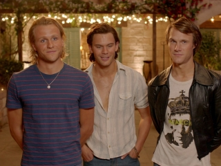 Mamma Mia! Here We Go Again: Meet The Young Dads (Featurette)