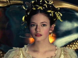 The Nutcracker And The Four Realms: Family Traditions (Featurette)