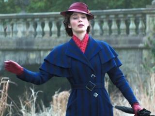 Mary Poppins Arrives