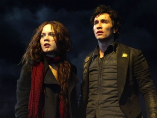 Mortal Engines: Tom And Hester Are Hunted In The Outlands