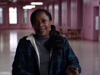 Glass: Charlayne Woodard On Elijah Living With Pain