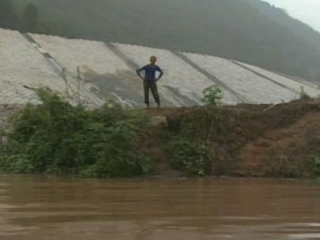 UP THE YANGTZE: THE YU FAMILY FARM GETS COMPLETELY FLOODED