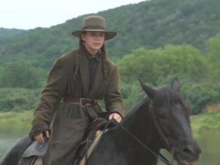 True Grit: The Costumes (Featurette)