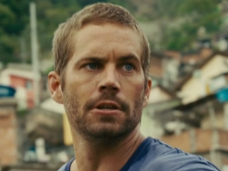 Fast Five: Reyes' Men Chase Brian And Mia Over The Favela Rooftops