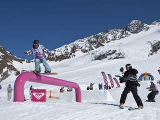 CHALET GIRL (UK)