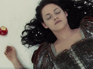 Snow White And The Huntsman (Spanish Trailer 1)