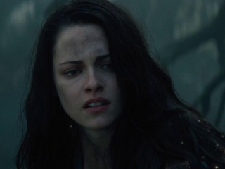 Snow White And The Huntsman: Snow White Asks The Huntsman To Help In The Dark Forest