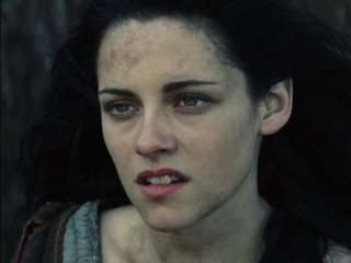 Snow White And The Huntsman: A Troll Attacks Snow White And The Huntsman