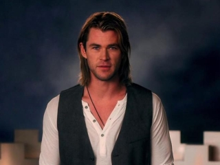 Snow White And The Huntsman: First Great Battle (Featurette)