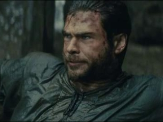 Snow White And The Huntsman: The Huntsman Gets Into A Bar Fight (Spanish)