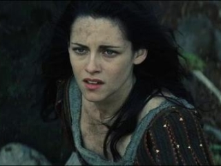 Snow White And The Huntsman: A Troll Attacks Snow White And The Huntsman (Spanish)
