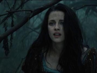Snow White And The Huntsman: Snow White Asks The Huntsman To Help In The Dark Forest (Spanish)