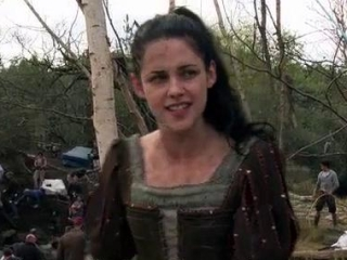 Snow White And The Huntsman Battling The Troll Spanish Subtitled - Snow White and the Huntsman - Flixster Video