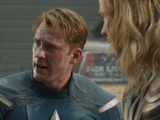 Marvels The Avengers Thor Und Captain America Kaempfen