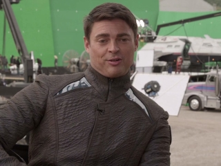 Star Trek Into Darkness Karl Urban Featurette