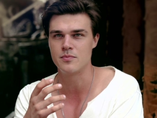 Unbroken: Finn Wittrock On The Difference Between Mac And Louis
