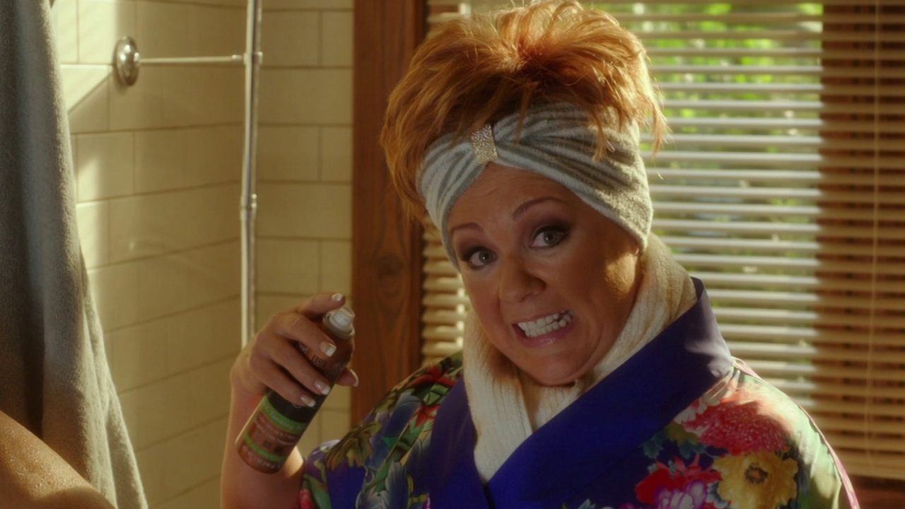 The Boss: Claire Finds Michelle Self-Tanning In The Bathroom