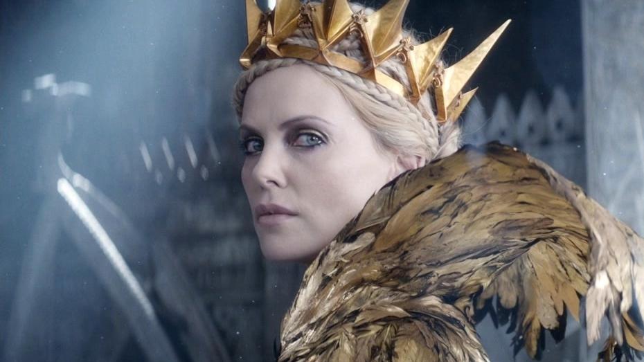 The Huntsman: Winter's War: Freya Confronts Ravenna In The Throne Room