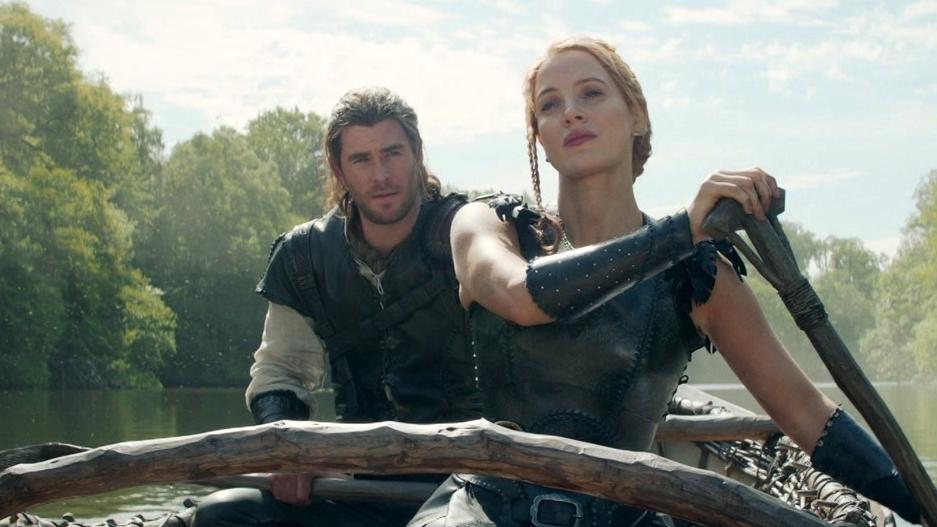 The Huntsman: Winter's War: Eric Jokes With Sara In The Canoe