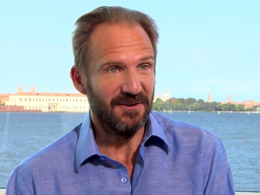 A Bigger Splash: The Extroverted One-Harry (Featurette)
