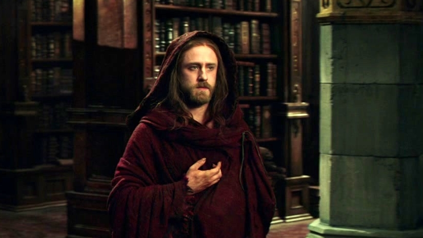 Warcraft: Medivh Finds Khadgar Snooping In The Library