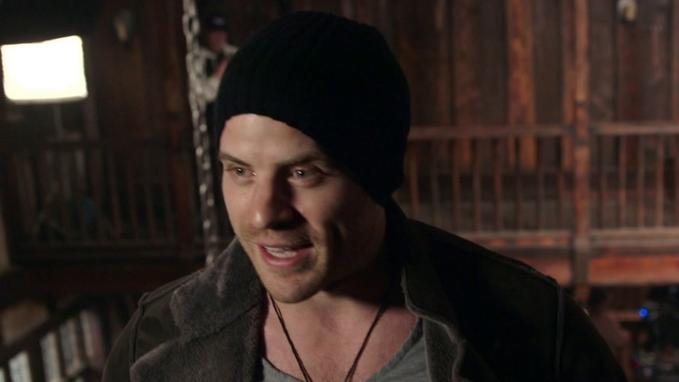 Warcraft: Rob Kazinsky Tours Lions Pride Inn (Featurette)