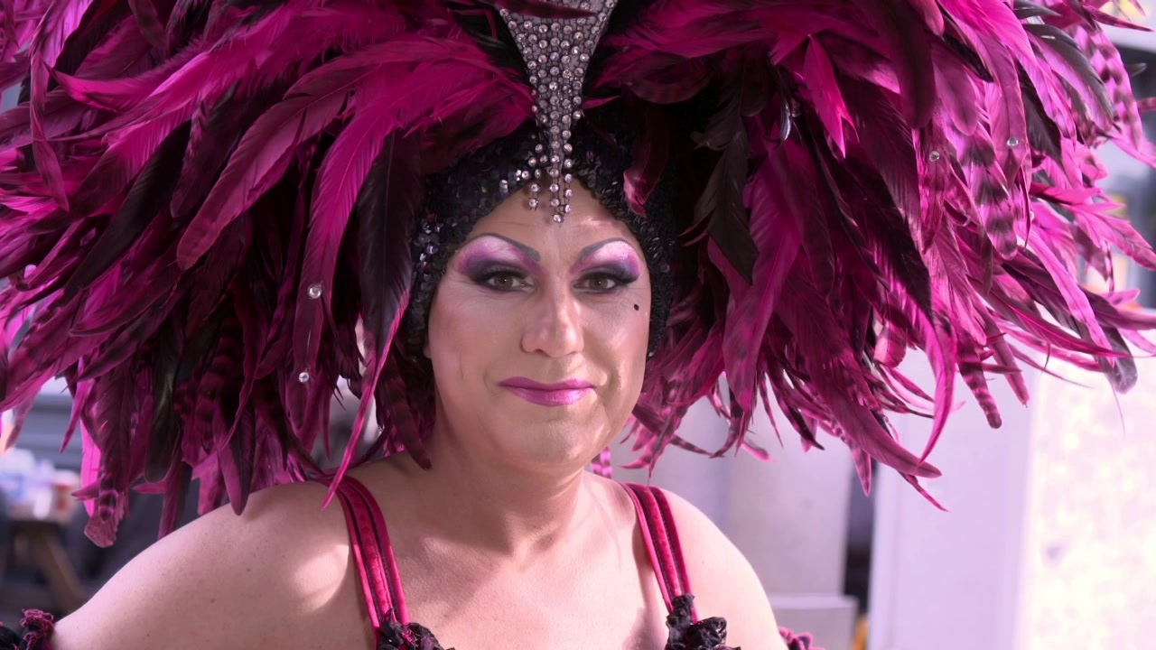 Absolutely Fabulous: The Movie: Drag Queens (US Featurette)