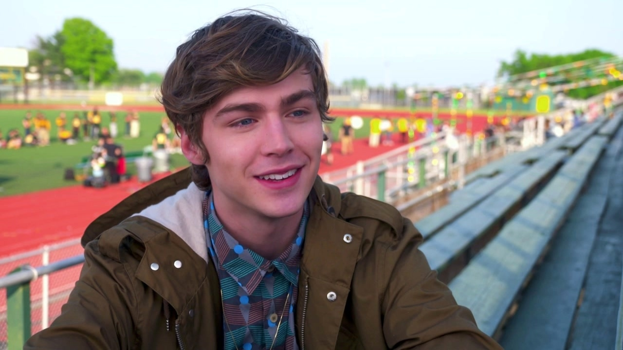 Nerve: Miles Heizer On His Character