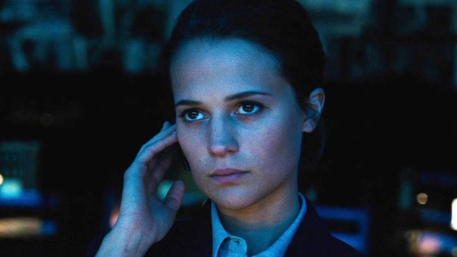 Jason Bourne: Heather Calls Bourne To Offer To Help Him