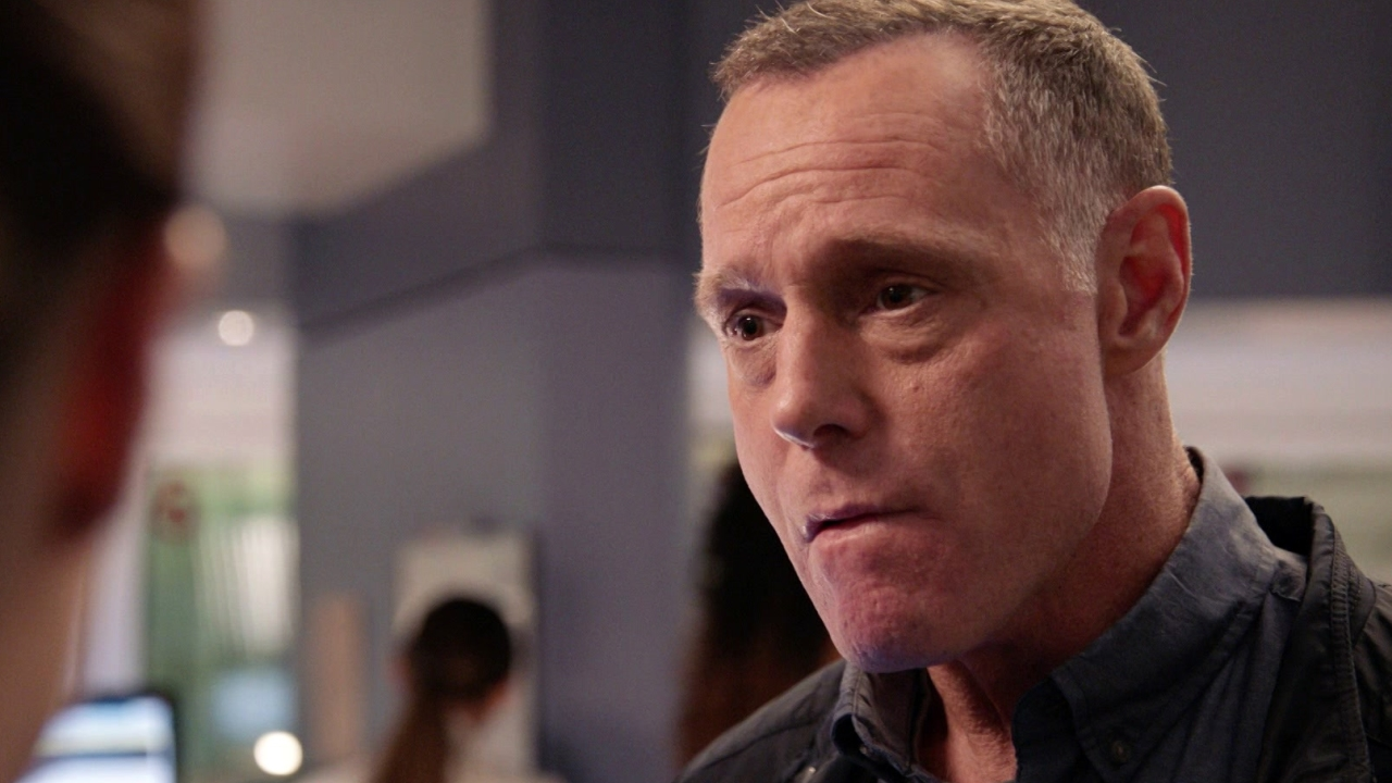 Chicago P.D.: Voight And The Detectives Arrive At The Hospital