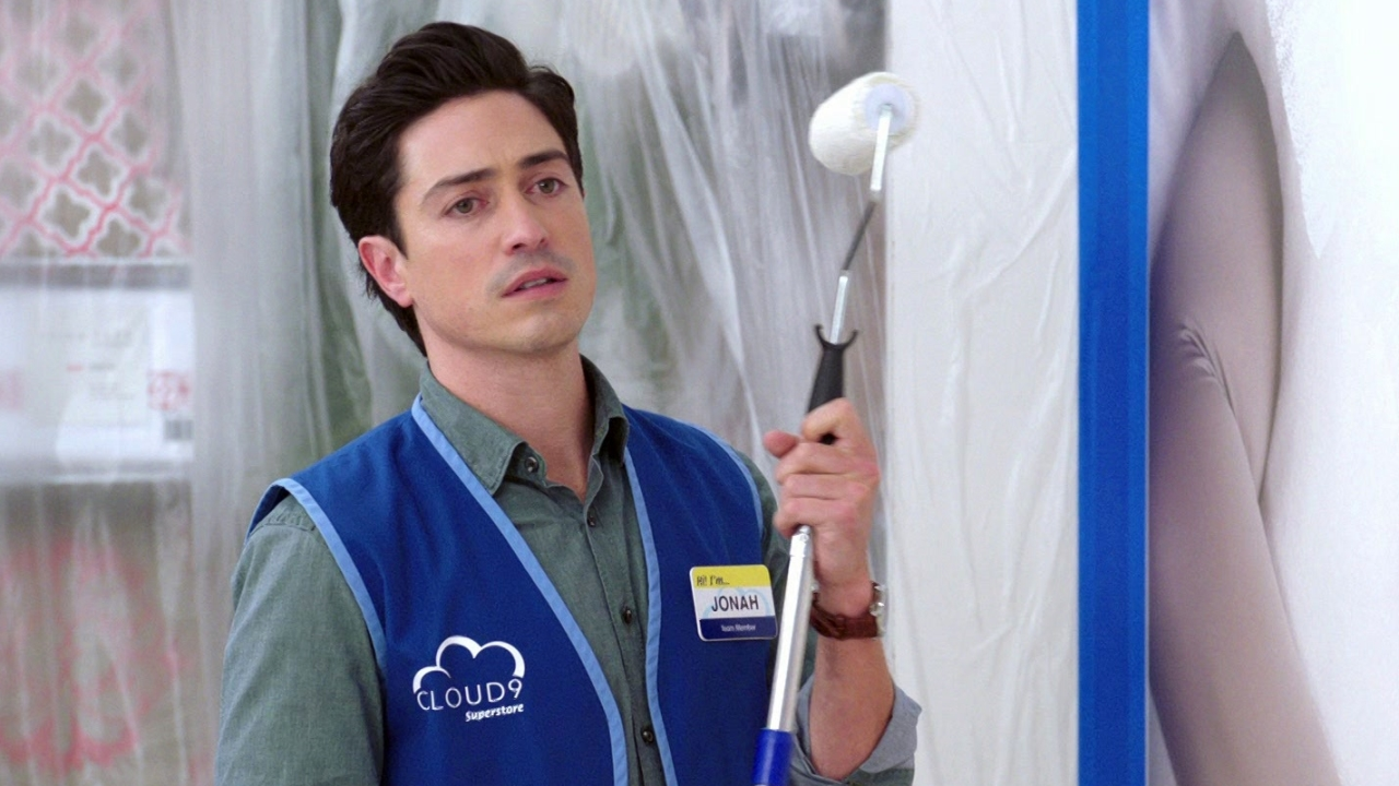 Superstore: Amy And Jonah Discuss The Crime