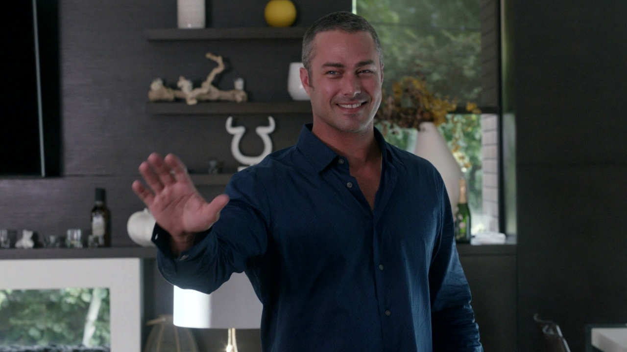 Chicago Fire: Travis Makes An Offer To Severide