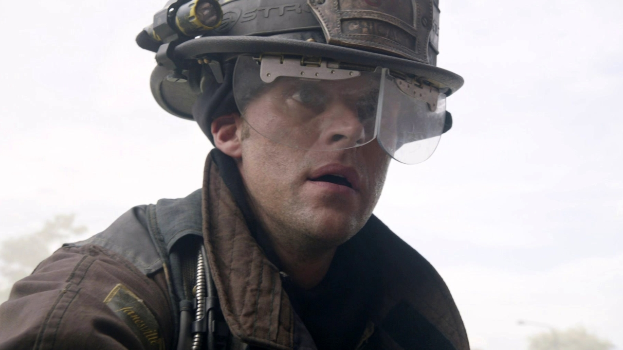 Chicago Fire: Casey Tries To Get To The Woman Who's Trapped