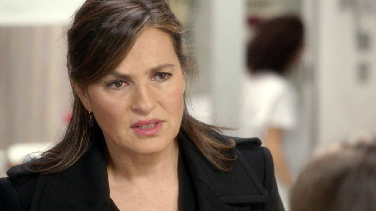 Law & Order: Special Victims Unit: Benson Talks To The Victim In The Hospital