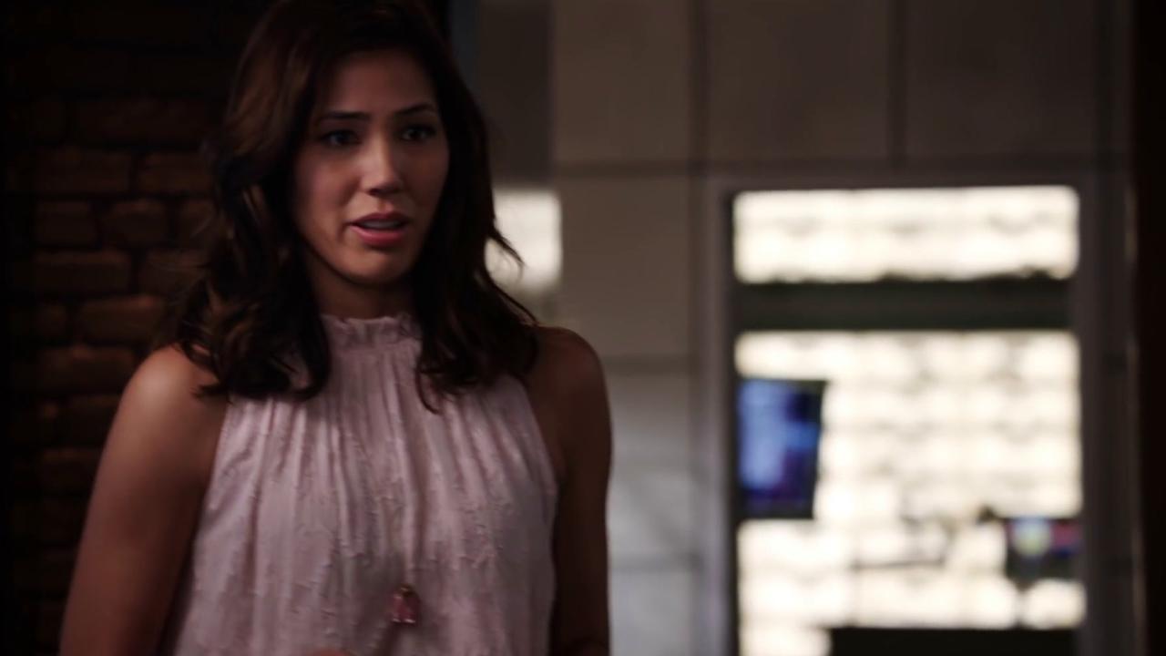 Bones: Brennan Is Bitter Towards Angela When She Wins A Macarthur Fellowship