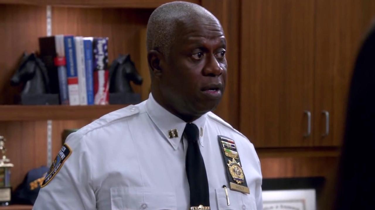 Brooklyn Nine-Nine: Holt Decides To Add A Drunk Guy To Their Choir