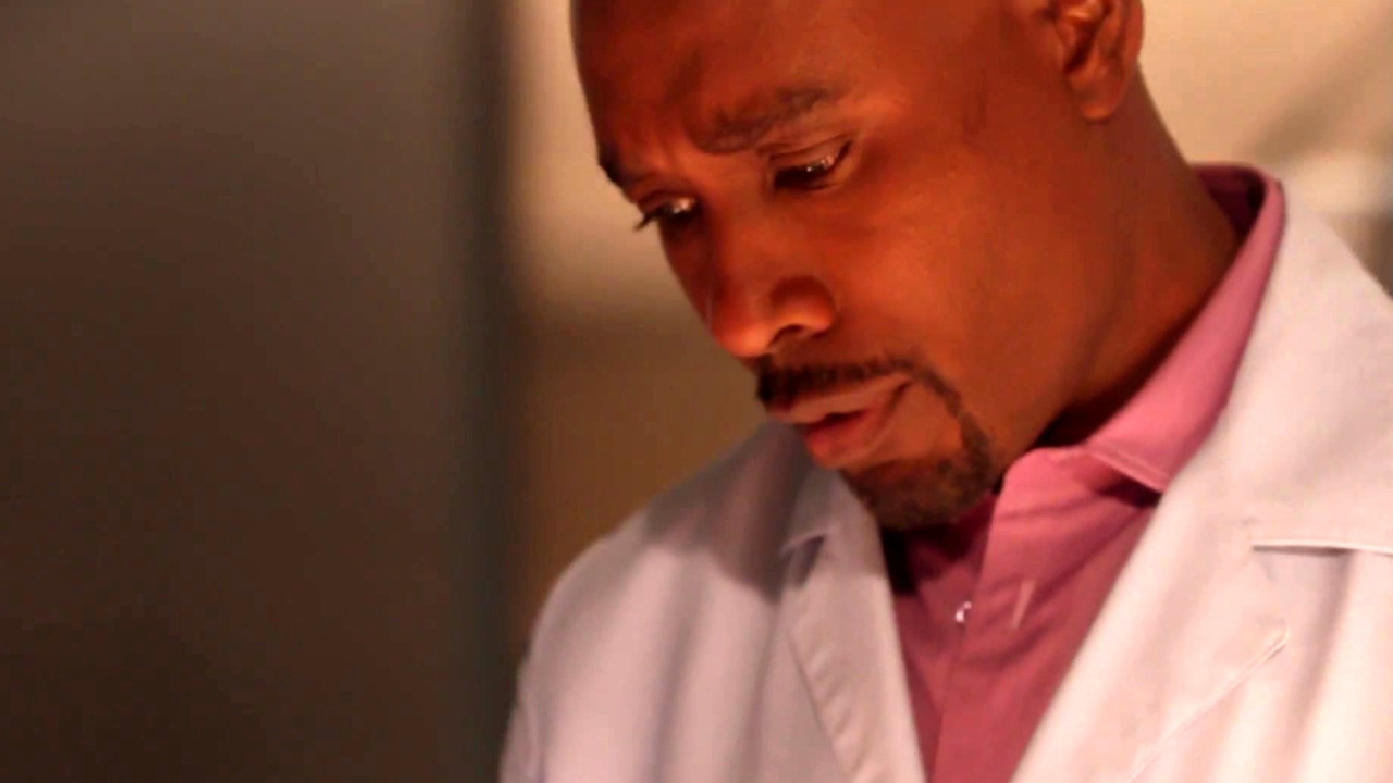 Rosewood: A Presumed Dead Victim Wakes Up On Rosie's Autopsy Table