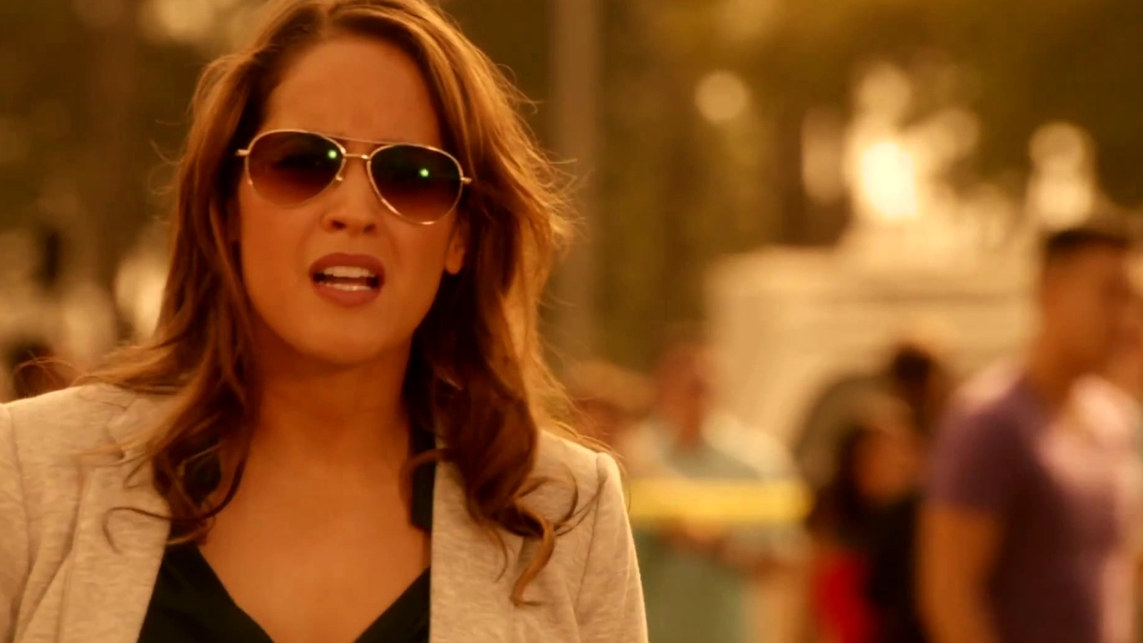 Rosewood: Rosie Brings Mitchie To A Crime Scene