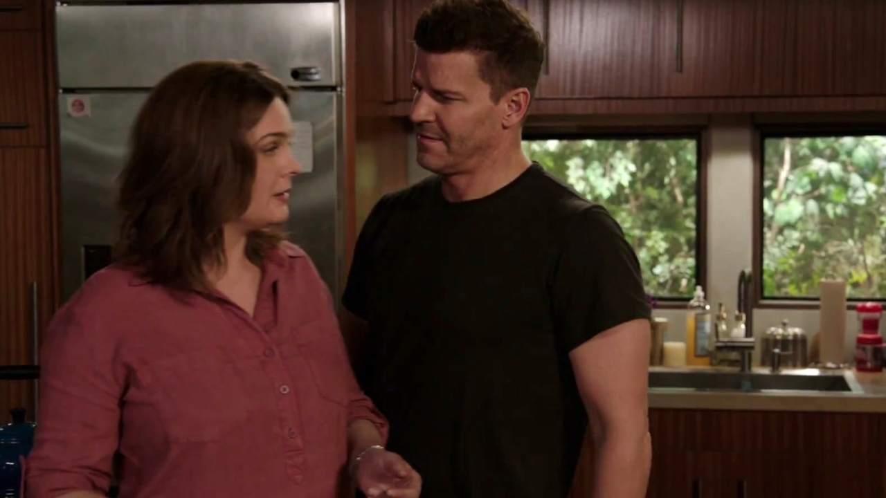 Bones: Brennan And Booth Discuss The Best Way To Teach Christine