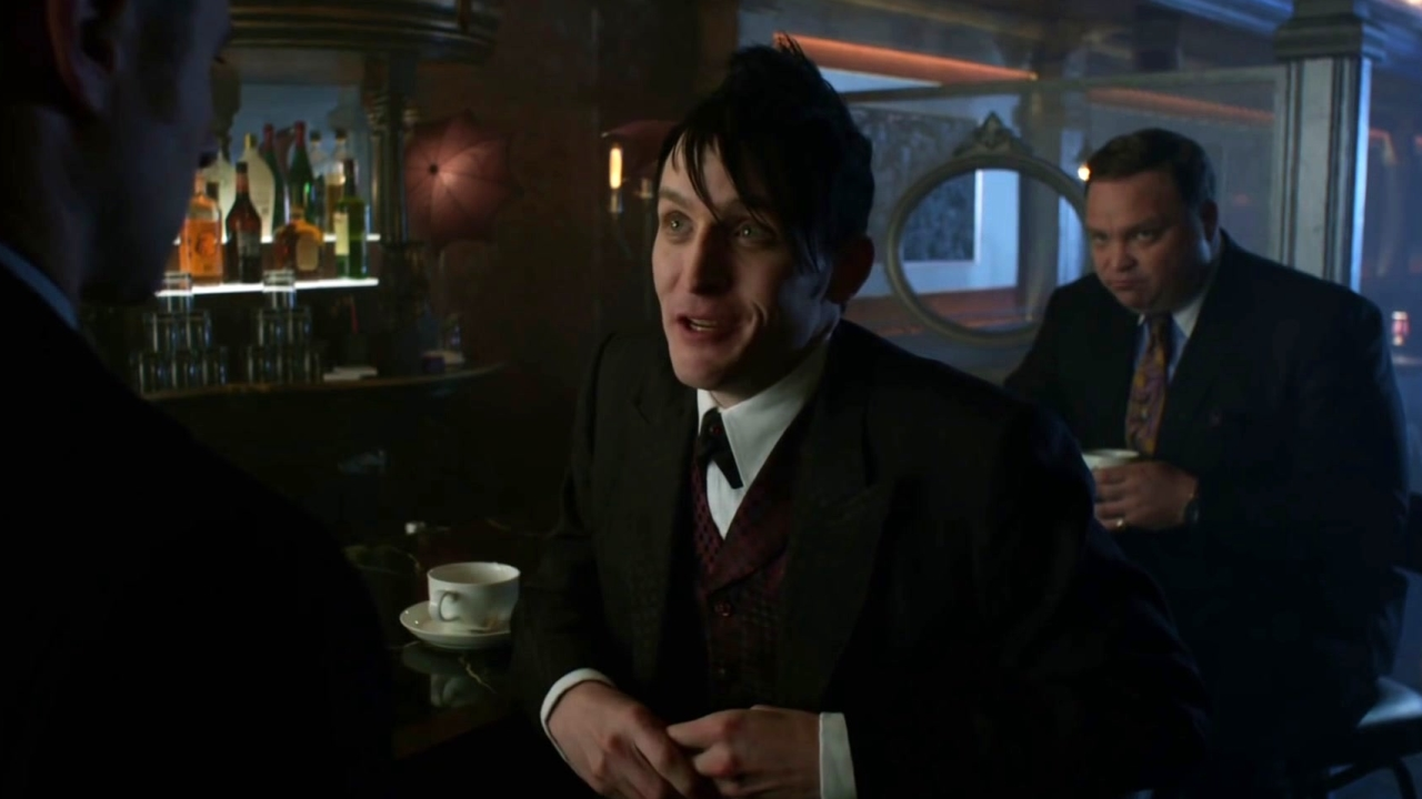 Gotham: Gordon Tries To Get Into The Club