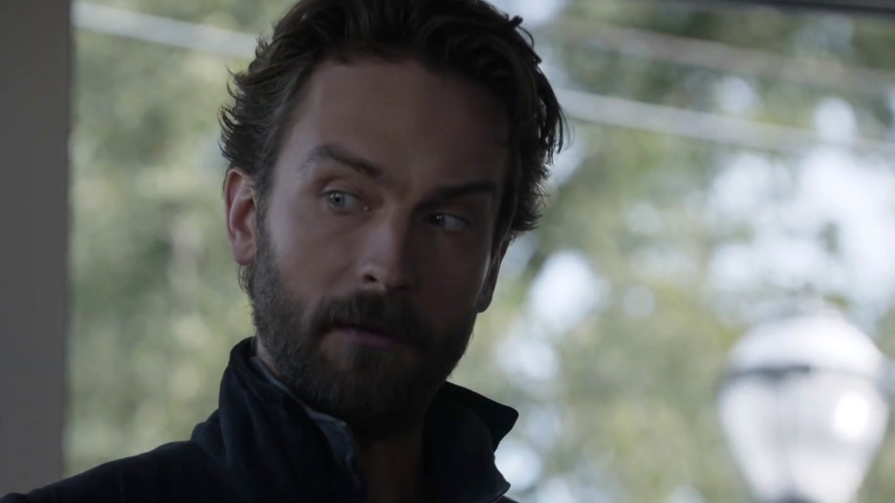 Sleepy Hollow: Ichabod Marvels At The Toys Of Modern Society