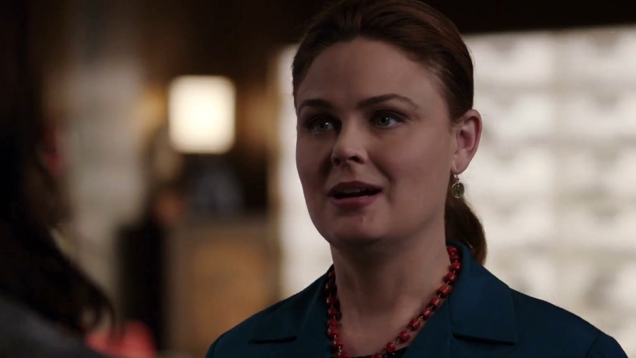 Bones: Sully Shows Up To See How Brennan Is Doing
