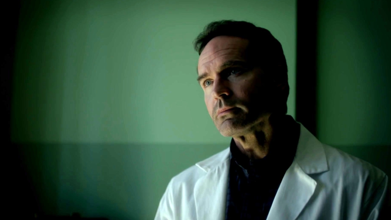 Wayward Pines: Theo Wonders What Is On The Other side Of The Fence