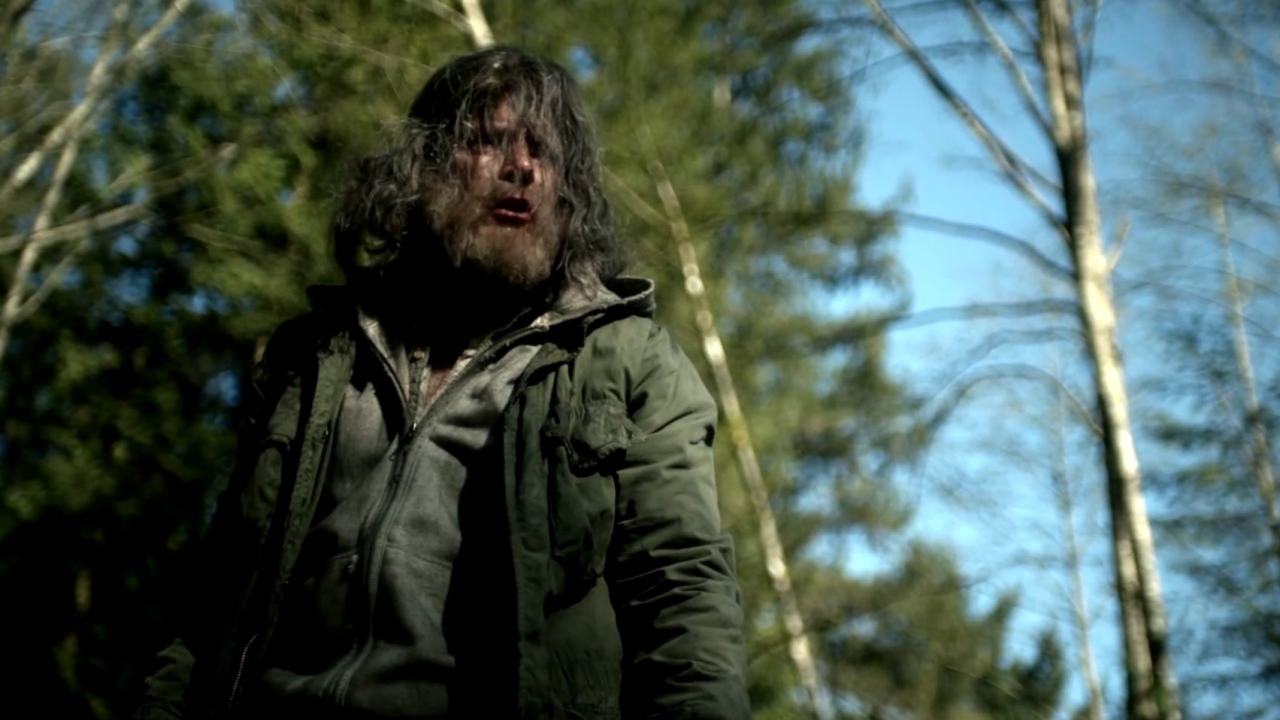 Wayward Pines: Xander Is Attacked At The Fence
